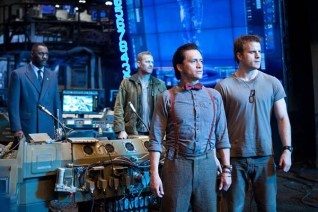 Clifton Collins Jr., Max Martini, Idris Elba, et Robert Kazinsky dans Pacific Rim (2013)