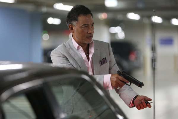 Simon Yam dans The Thieves (2012)
