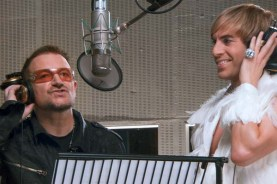 Bono et Sacha Baron Cohen dans Brüno (2009)