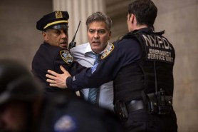 George Clooney et Giancarlo Esposito dans Money Monster (2016)
