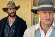 Woody Harrelson et Liam Hemsworth dans The Duel (2016)
