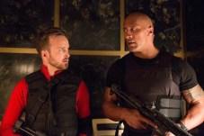 Aaron Paul et Dwayne Johnson dans Agents presque secrets (2016)