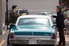 Mickey Rourke et Nat Wolff dans Ashby (2015)