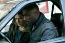 Idris Elba et Richard Madden dans Bastille Day (2016)