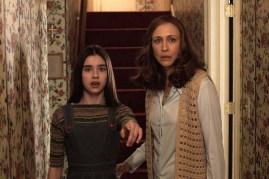 Vera Farmiga et Sterling Jerins dans Conjuring 2: Le cas Enfield (2016)
