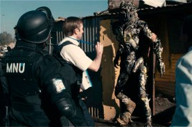 Sharlto Copley dans District 9 (2009)