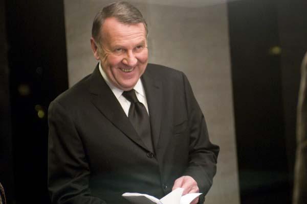 Tom Wilkinson dans Duplicity (2009)