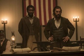 Matthew McConaughey et Mahershala Ali dans Free State of Jones (2016)