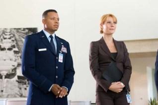 Gwyneth Paltrow et Terrence Howard dans Iron Man (2008)