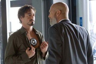 Jeff Bridges et Robert Downey Jr. dans Iron Man (2008)