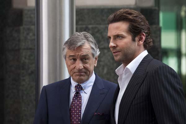Robert De Niro et Bradley Cooper dans Limitless (2011)