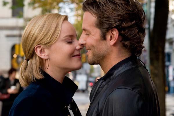Bradley Cooper et Abbie Cornish dans Limitless (2011)