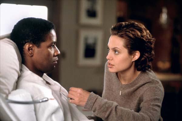 Denzel Washington et Angelina Jolie dans Bone Collector (1999)