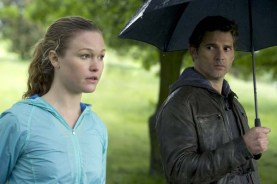 Julia Stiles et Eric Bana dans Closed Circuit (2013)