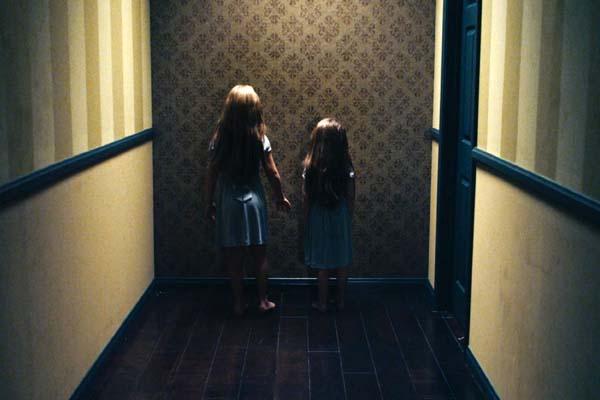 Taylor Geare et Claire Geare dans Dream House (2011)