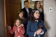 Vera Farmiga, Peter Sarsgaard, Jimmy Bennett, Isabelle Fuhrman, et Aryana Engineer dans Esther (2009)
