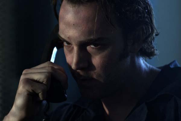 Dominic Bogart dans Extracted (2012)