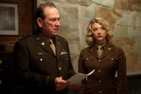 Tommy Lee Jones et Natalie Dormer dans Captain America: First Avenger