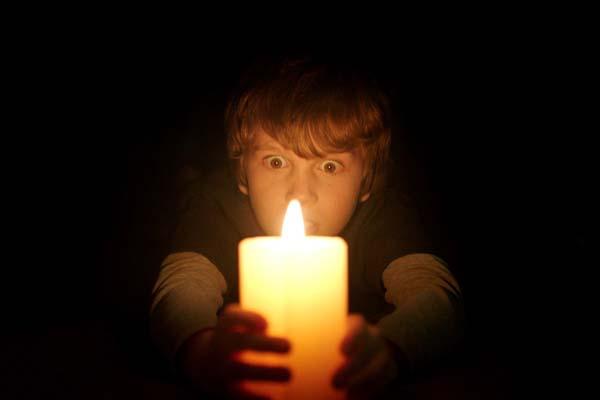 Gabriel Bateman dans Dans le noir (2016)