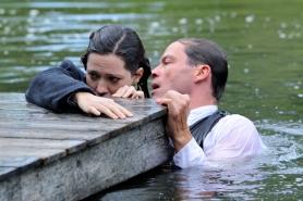 Rebecca Hall et Dominic West dans La maison des ombres (2011)