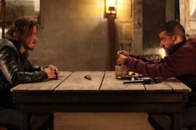 "Garrett Hedlund et Oscar Isaac dans ""Mojave"" (2015)."