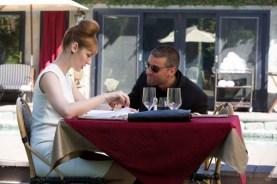 "Louise Bourgoin et Oscar Isaac dans ""Mojave"" (2015)."