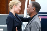 Morgan Freeman et Radha Mitchell dans The Code (2009)
