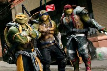 Jeremy Howard, Alan Ritchson, et Pete Ploszek dans Ninja Turtles 2 (2016)