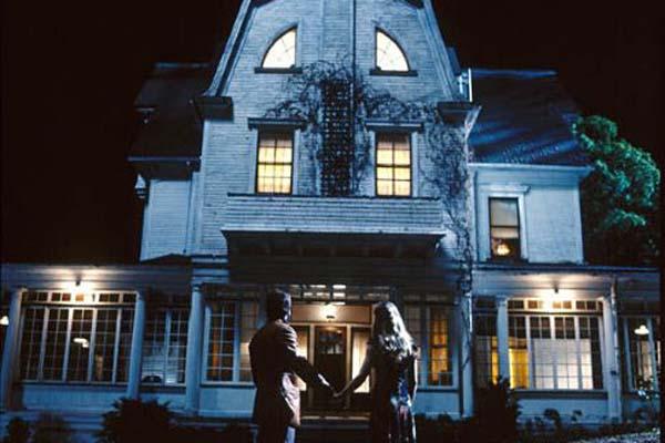 Ryan Reynolds et Melissa George dans Amityville (2005)