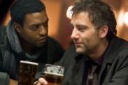 Chiwetel Ejiofor et Clive Owen dans Les fils de l'homme (2006)