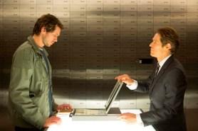 Willem Dafoe et Grigoriy Dobrygin dans Un homme très recherché (2014)
