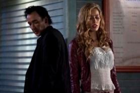 John Cusack et Rebecca Da Costa dans L'Instinct de tuer (2014)