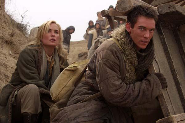 Jonathan Rhys Meyers et Radha Mitchell dans Les Orphelins de Huang Shi (2008)