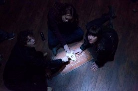 Douglas Smith, Ana Coto, et Olivia Cooke dans Ouija (2014)