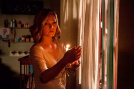 Julia Stiles dans Out of the Dark (2014)