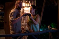 Michelle Yeoh et Jason Statham dans Mechanic: Resurrection (2016)