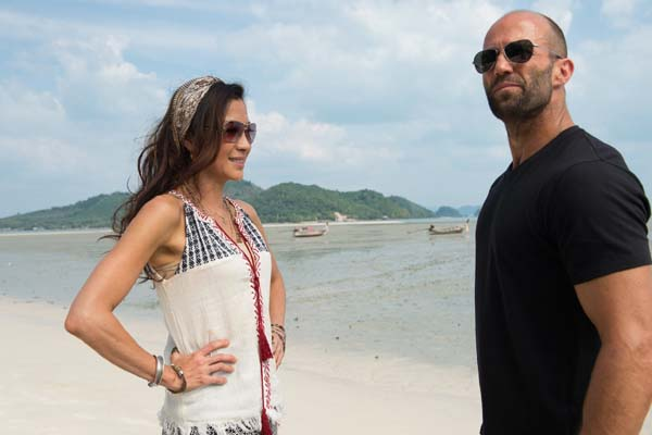 Michelle Yeoh et Jason Statham dans Mechanic: Resurrection (2016)