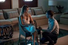 Jessica Alba et Sam Hazeldine dans Mechanic: Resurrection (2016)