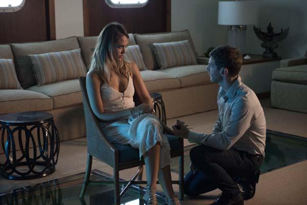 Jessica Alba et Sam Hazeldine dans Mechanic: Resurrection (2016)