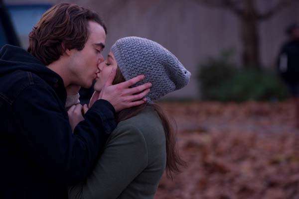 Chloë Grace Moretz et Jamie Blackley dans Si je reste (2014)