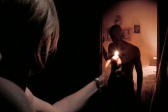 Caity Lotz et Mark Steger dans The Pact (2012)