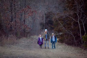 Jennifer Lawrence, Ashlee Thompson, et Isaiah Stone dans Winter's Bone (2010)