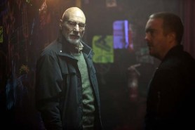 Patrick Stewart et Macon Blair dans Green Room (2015)