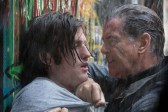 Pierce Brosnan et James Frecheville dans I.T. (2016)