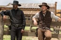Denzel Washington et Chris Pratt dans Les sept mercenaires (2016)