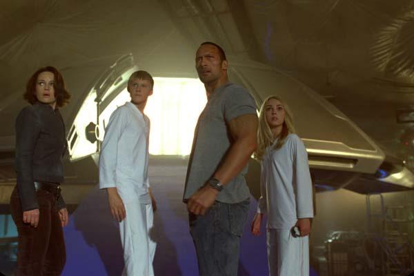 Carla Gugino, Dwayne Johnson, AnnaSophia Robb, et Alexander Ludwig dans La montagne ensorcelée (2009)
