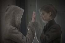 Kate Mara et Anya Taylor-Joy dans Morgane (2016)