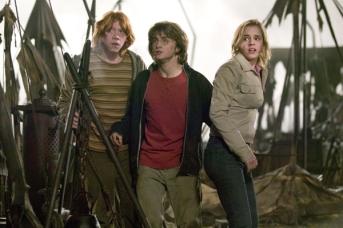Rupert Grint, Daniel Radcliffe, et Emma Watson dans Harry Potter et la coupe de feu (2005)
