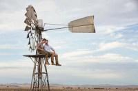 Russell Crowe et Ryan Corr dans La promesse d'une vie (2014)