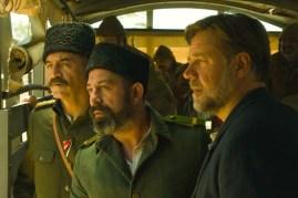 Russell Crowe, Yilmaz Erdogan, et Cem Yilmaz dans La promesse d'une vie (2014)